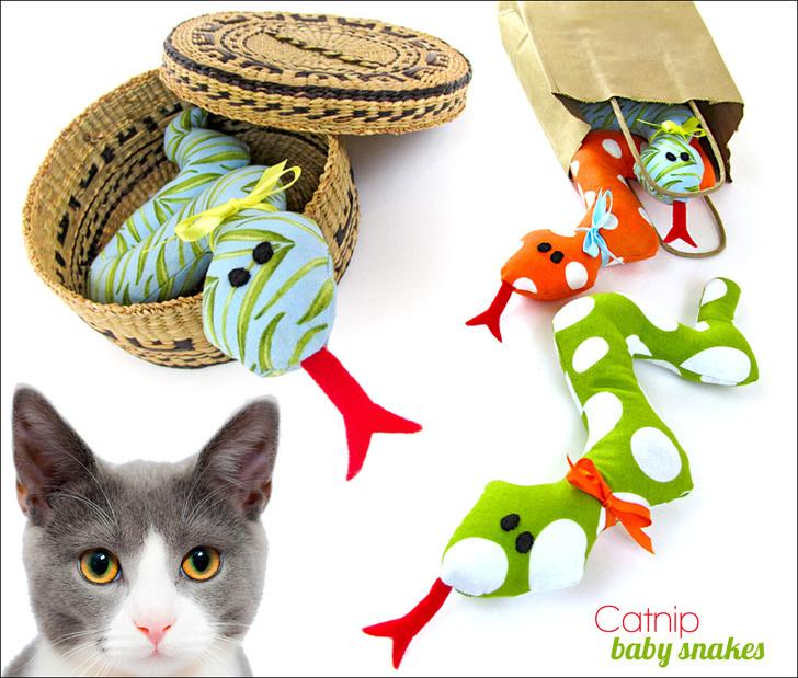 Игрушка змея для кошки