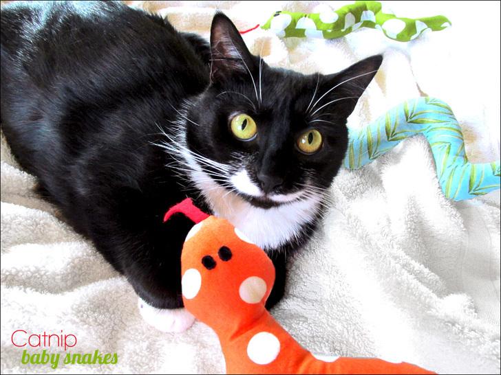 Игрушка-змея для кошки