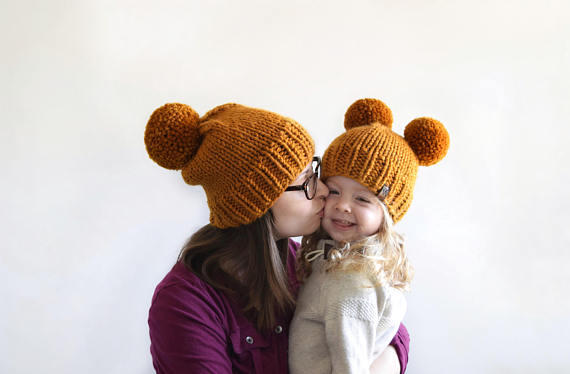 Короткая шляпа Pom Pom Hat Вязание Pattern Knifty Knitting