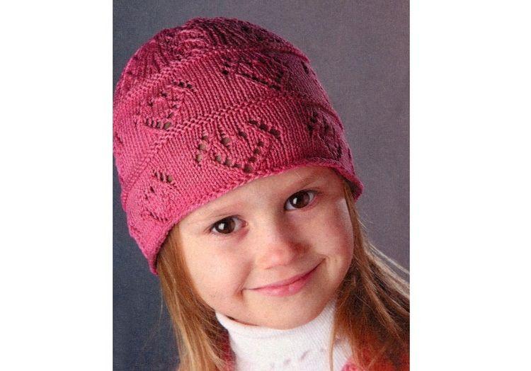 Вязаная шапка с сердечками для девочки