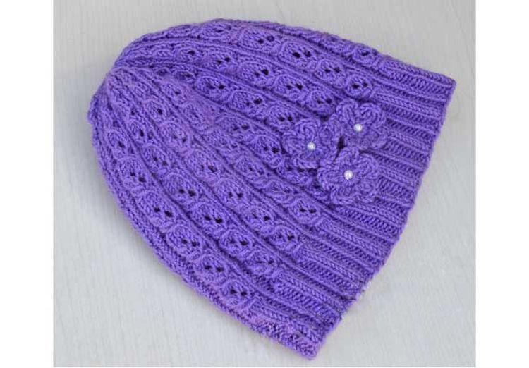 Вязаная шапка с цветочком для девочки