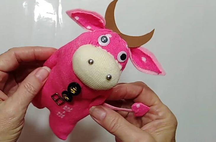 Мастер-класс по изготовлению игрушки-бычка из носка
