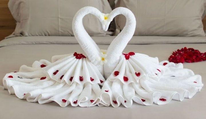 Лебеди из полотенец
