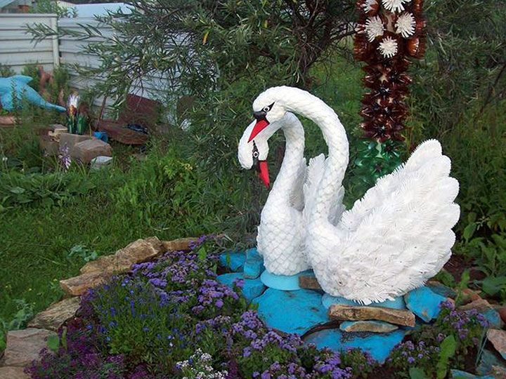 Лебеди для клумбы