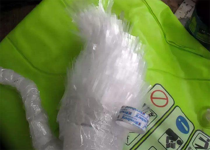 Изготовление лебедя из пластиковых бутылок