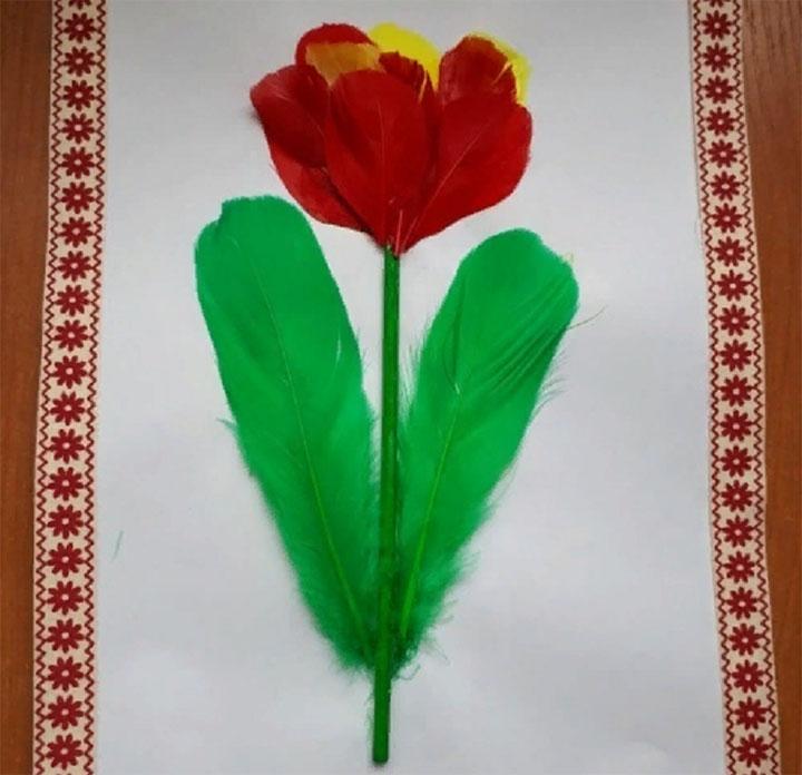 Тюльпан из перьев