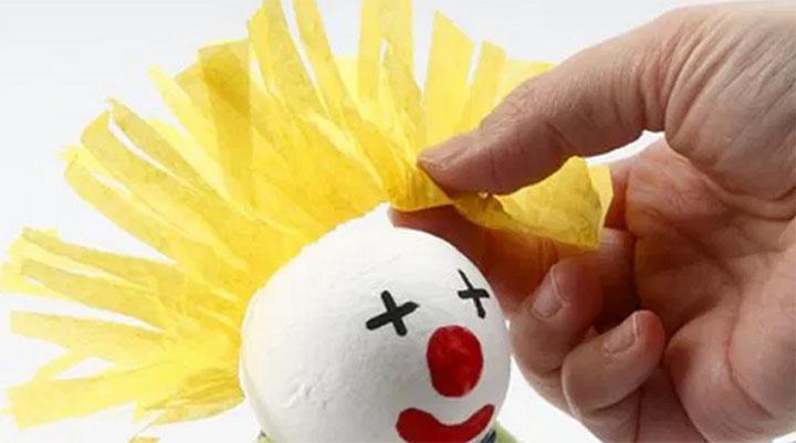 Изготовление клоуна из подручных средств