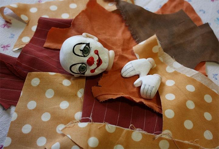 Изготовление клоуна из ткани