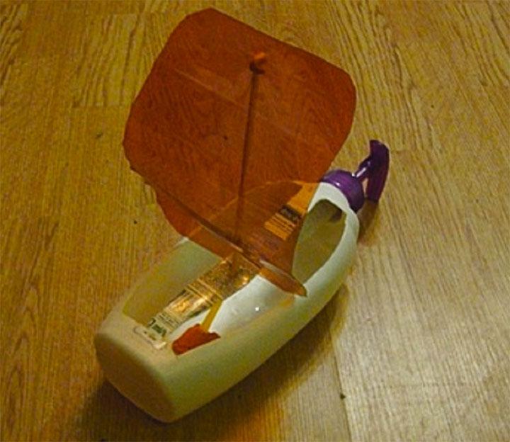 Кораблик из пластиковой бутылки