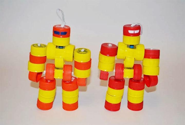 Роботы из пластиковых крышек