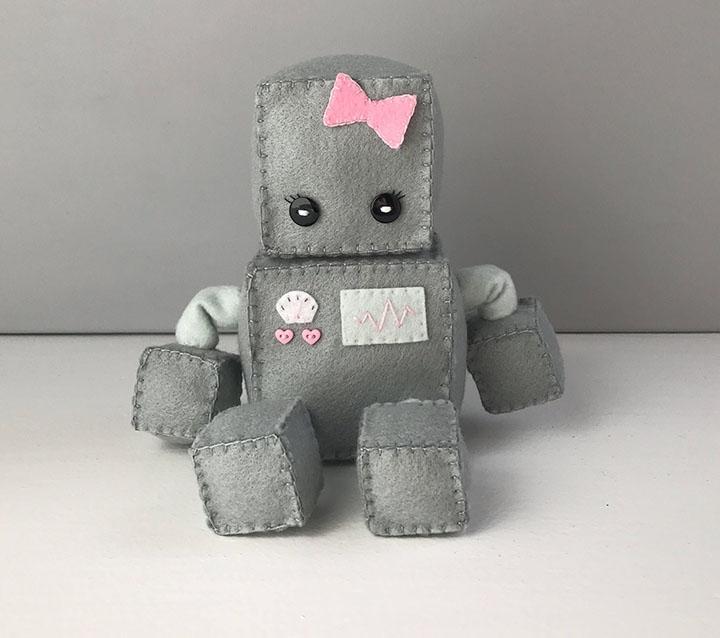 Робот из фетра