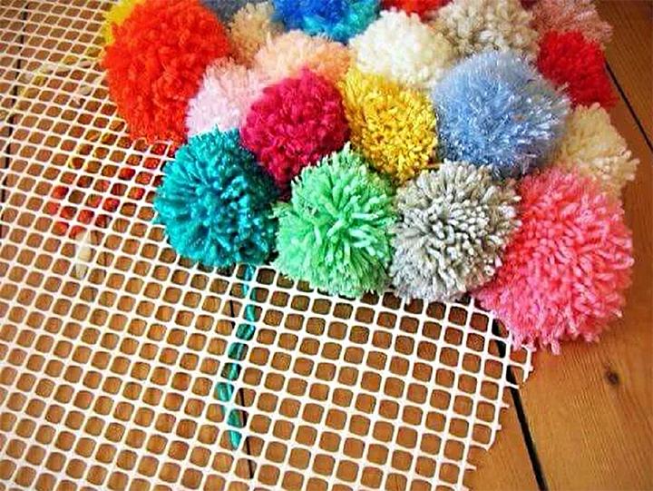 Идея для коврика из помпонов
