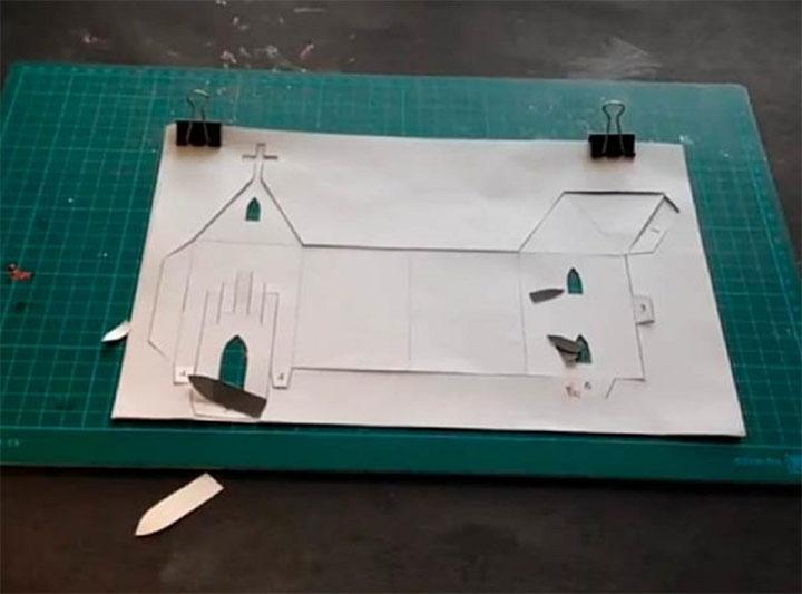 Этап изготовления бумажной церкви