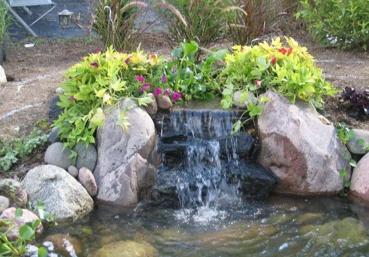 Водопад для дачи с озером