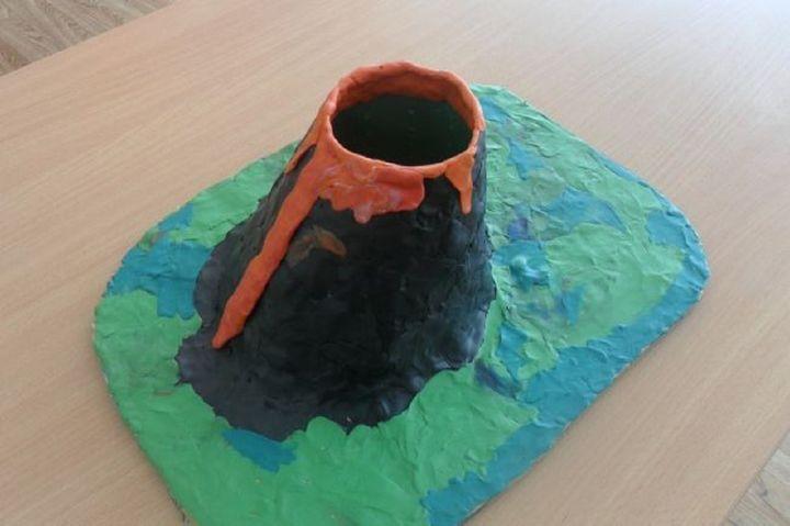 Этап изготовления поделки вулкан